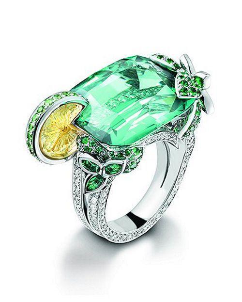http://4.bp.blogspot.com/-29T1bAC8DwM/Tlc_-s8bDzI/AAAAAAAAEl4/7M91NazU-LU/s1600/Bridal+Cocktail+Rings+Collection+From+Piaget+Limelight+%25285%2529.jpg