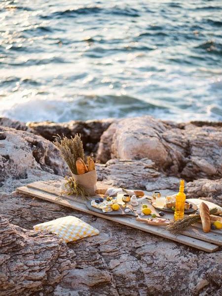 Romantyczna kolacja z widokiem na morze