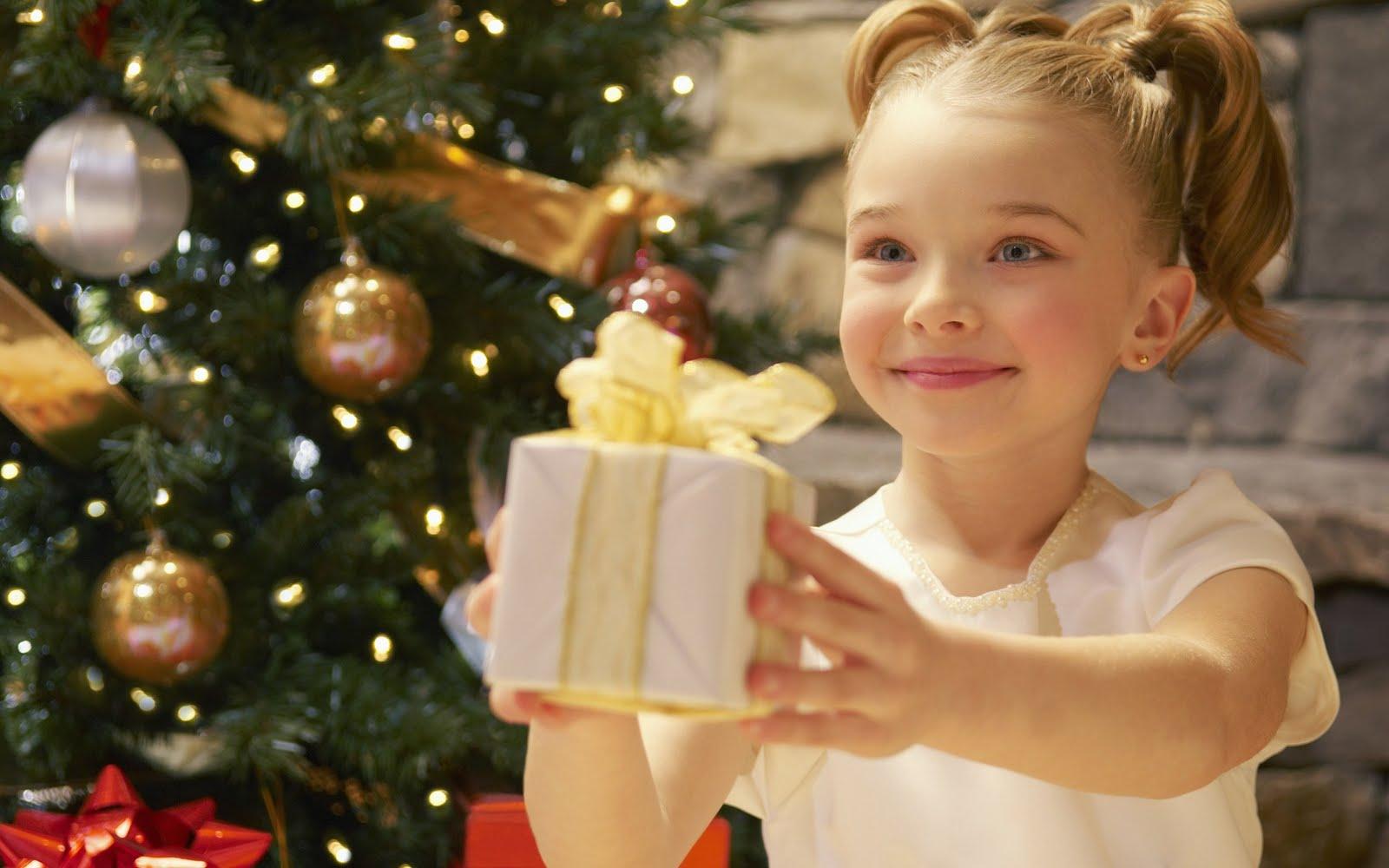 http://4.bp.blogspot.com/-29X0TiTSRJc/TsaFnqARIdI/AAAAAAAABts/s4UNjPLzHzo/s1600/cute-christmas-girl.jpg