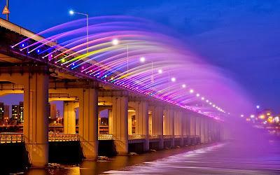 Air Pancut Warna Warni Di Jambatan Korea Selatan