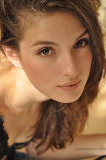 Maria Valverde Hairstyle 05