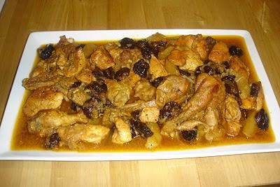 Pollo con ciruelas y manzana