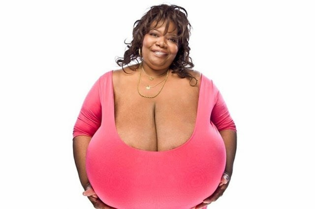 Las 7 mujeres con los pechos más grandes del mundo.