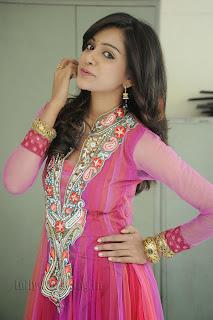 Vithika Sheru Gorgeous Pictures Gallery 002