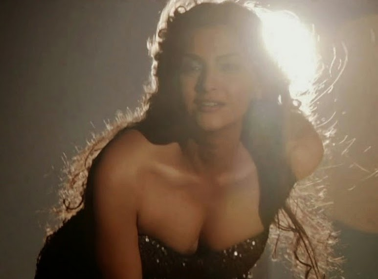 sonam kapoor cleavage you missed