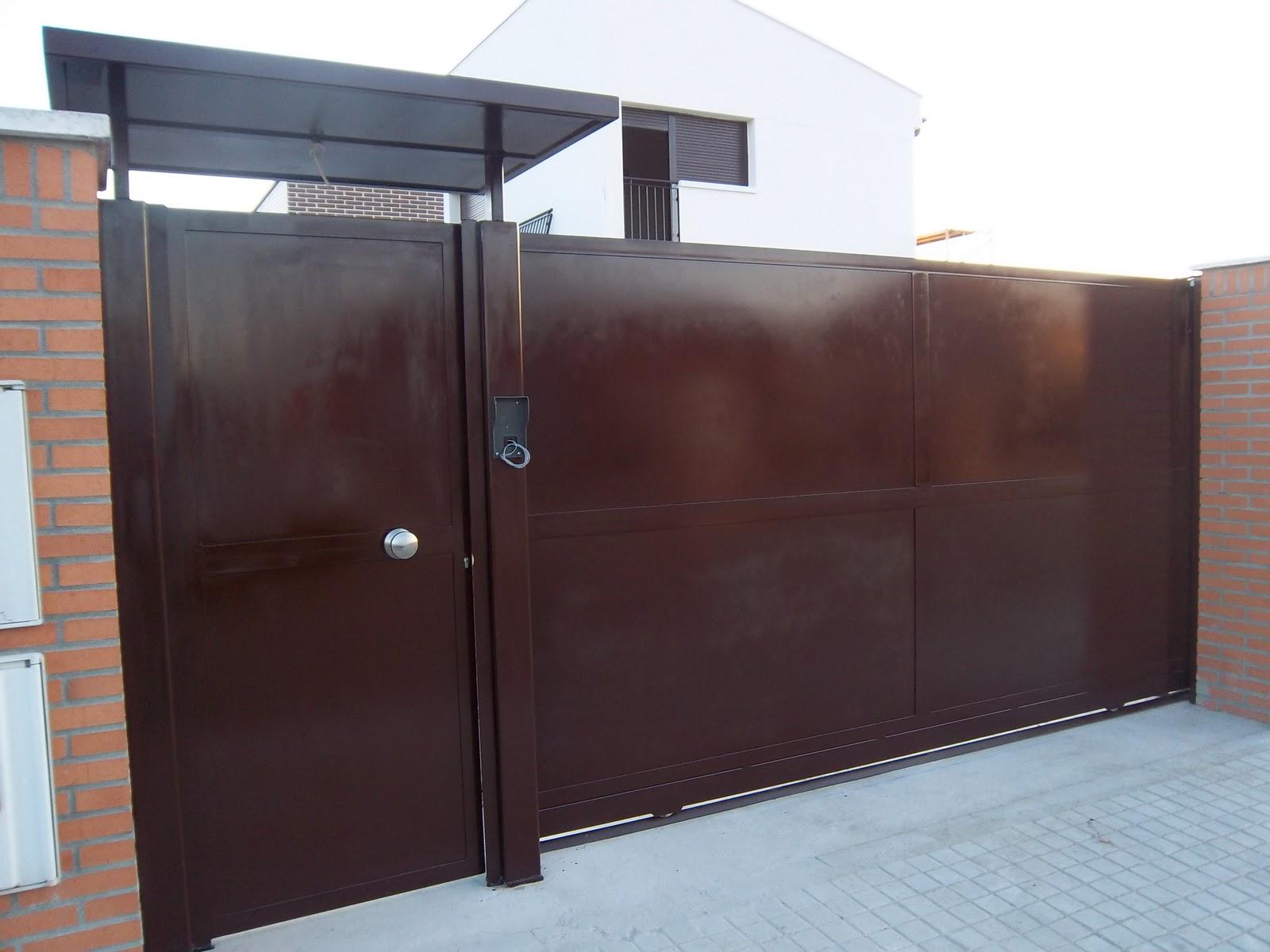 Norbel carpinteria met lica y acero inoxidable cancela corredera con motor y puerta peatonal - Tejadillo para puerta ...