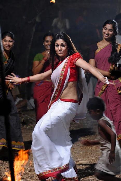 nayanthara in saree spicy hot images