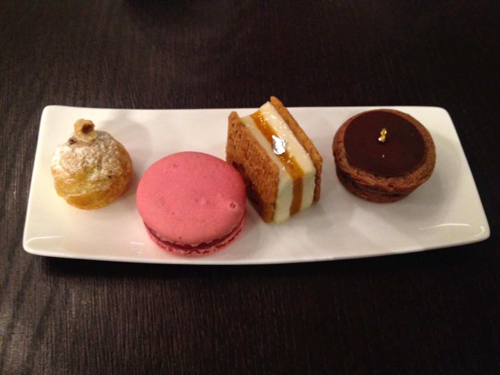Mini desserts at Un Dimanche à Paris