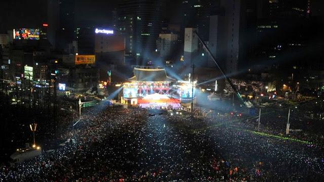 Campanario Bosingak de Seúl lleno de gente para empezar el año 2014