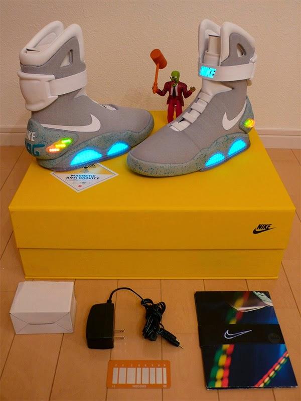 "Contenido caja Zapatillas Nike Mag ""Regreso al Futuro"""