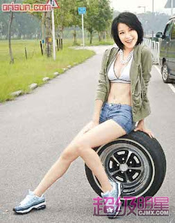 Jolie Chan Hong Kong Sexy Actress Sexy Short Jeans Photo 1