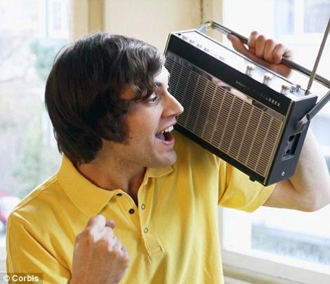 Mendengarkan Musik, Putar Radio