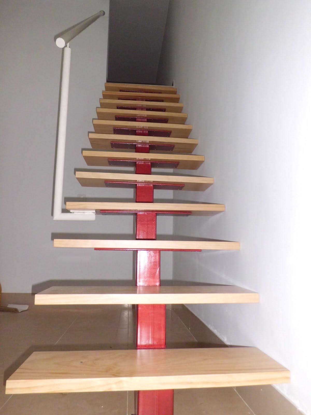 Inoxidablesyforja escalera metalica para espacios reducidos for Escaleras modernas para espacios pequenos
