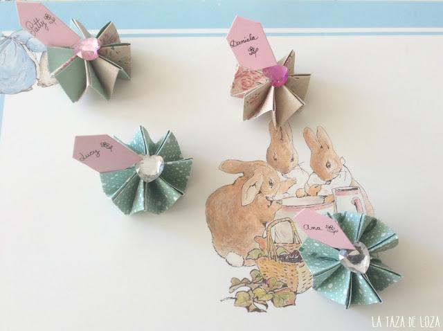 Flores acordeon en papel porta tarjetas