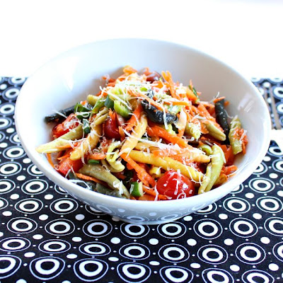 Colorful veggie pasta salad - recipe from Roxanashomebaking.com
