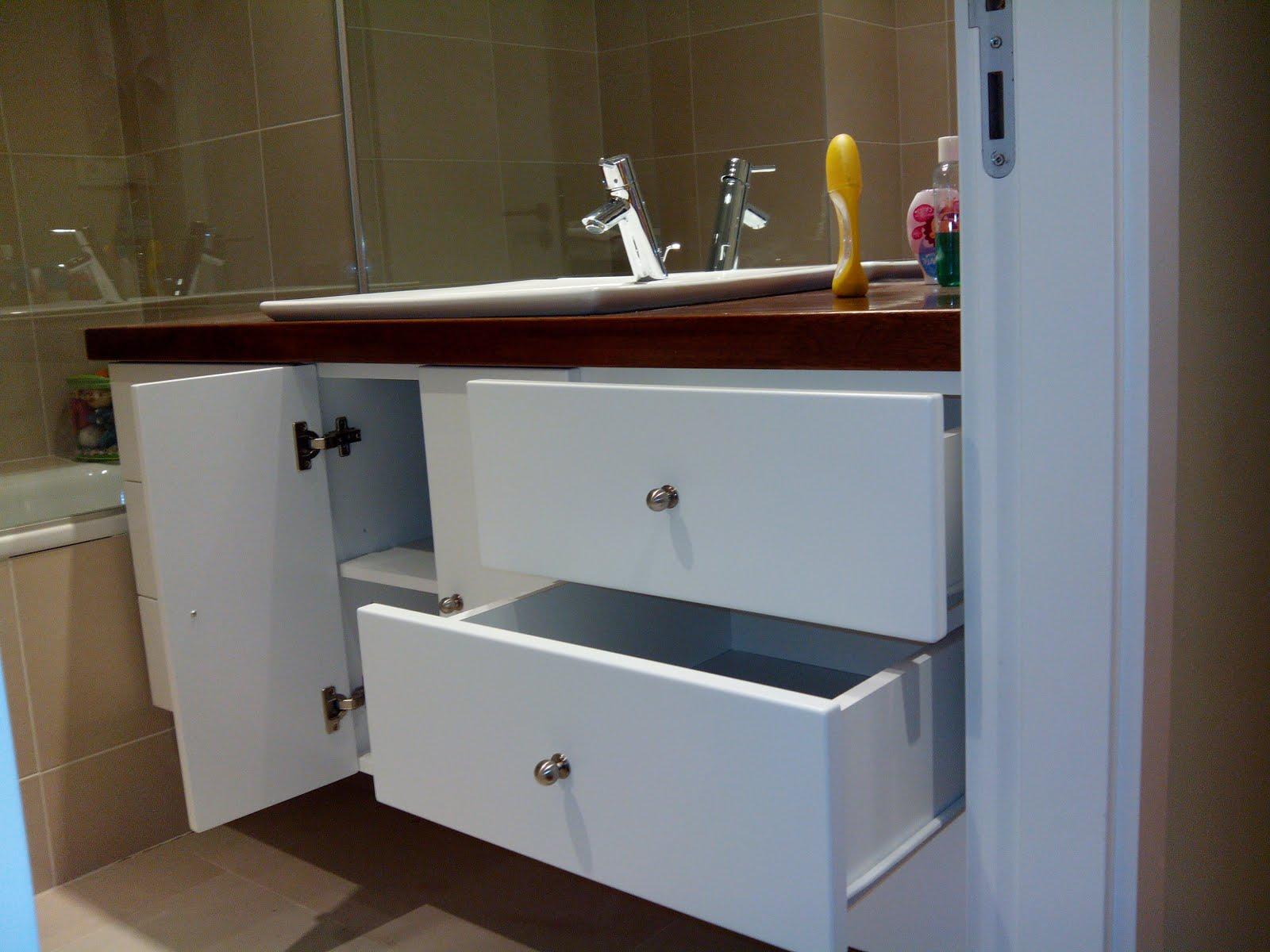 Mueble bajo lavabo lacado en blanco muebles cansado for Mueble auxiliar bano bajo lavabo