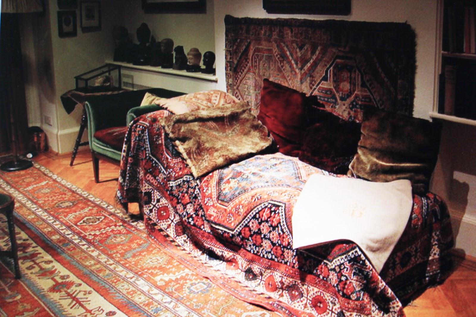 Sigmund Freuds couch | Sigmund Freud | Pinterest | Sigmund ...