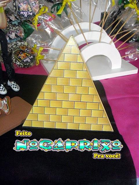 Pirâmide em MDF - Monster High