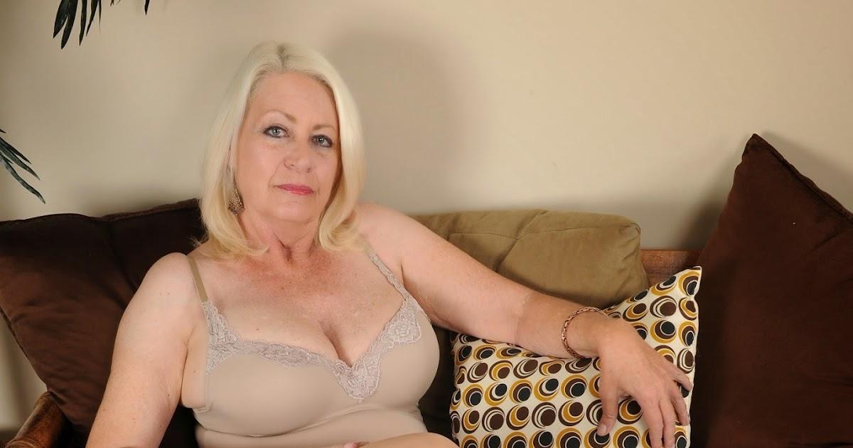 Erotic working girl
