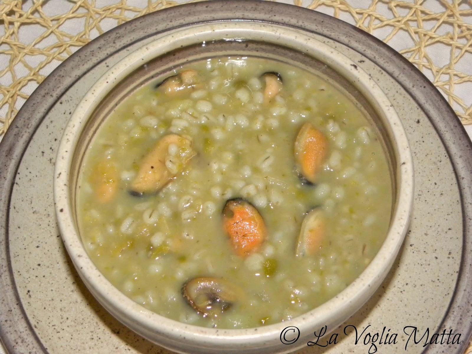 minestra d' orzo con  piselli  lenticchie e cozze