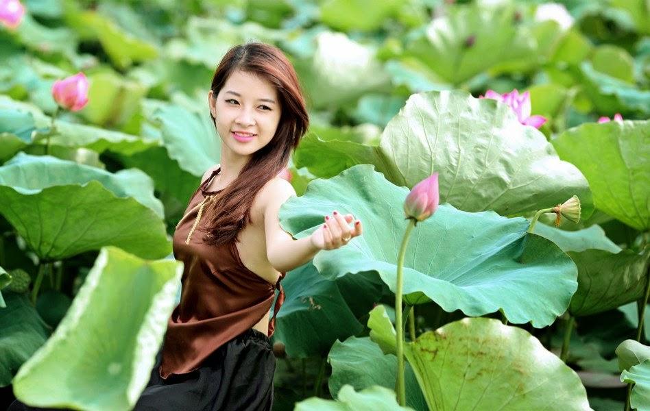 Vietnam girls and the lotus