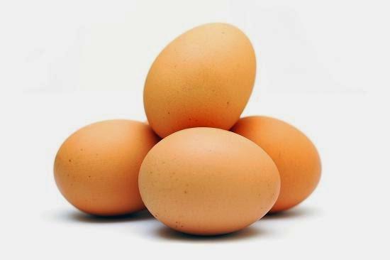Người bị nám tàn nhang nên kiêng ăn trứng gà