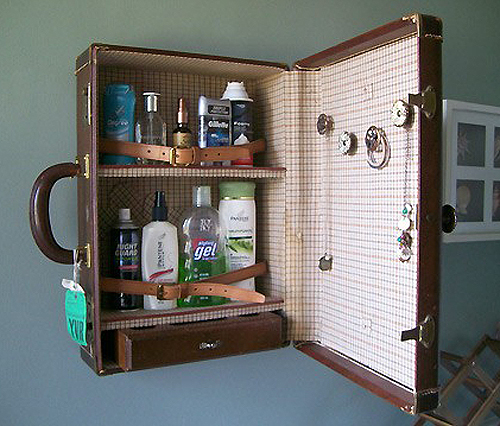 Hereu0027s A Fun DIY Idea; Turn A Vintage Suitcase Into A Medicine Cabinet! I  Couldnu0027t Resist Posting This After Seeing In On Pinterest Today (via A Site  In ... Photo