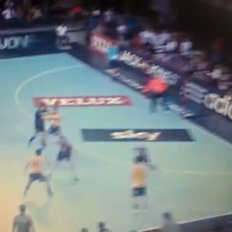 Sterbik doble parada ante el Löwen | Mundo Handball