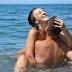 Pasangan 'melekat' selepas seks di dalam laut