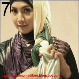 Cara Memakai Jilbab Kreasi JIlbab Pashmian 2 Lapis Simple