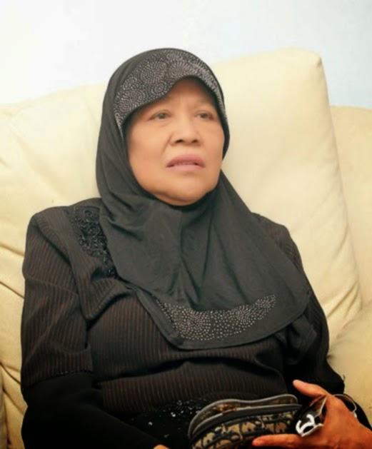 Julie Dahlan yang menderita sakit buah pinggang tahap kronik, meninggal dunia di Hospital Ampang di sini 7.30 malam tadi