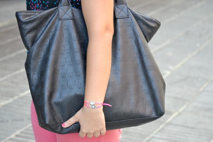 look_outfit_pantalon_rosa_blusa_corazones_bailarinas_piel_bolso_calaveras_ebay_nudelolablog_04