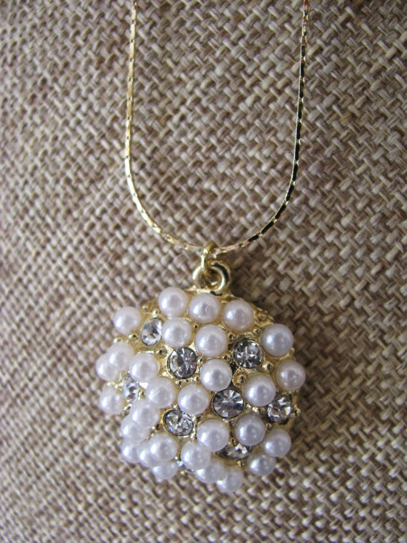 https://www.etsy.com/listing/176839287/pearl-pendant-necklace?ref=shop_home_active_10