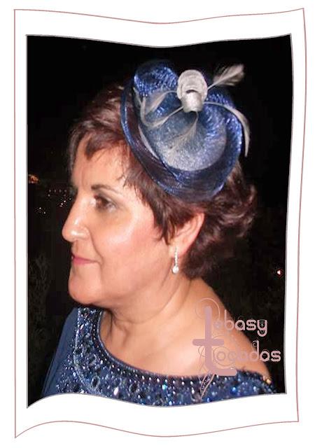 Tocado realizado en crinoline en tonos azul marino y plata por Lebasy Tocados.