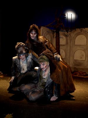 Teatro podridos de por vida en la imperdible de sevilla for Sala imperdible