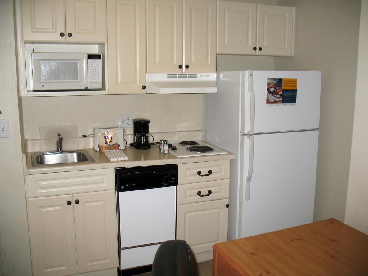 Muebles y decoraci n de interiores kitchenette o cocina - Cocinas para pisos pequenos ...
