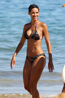 Nicole Murphy perfect curves in a bikini