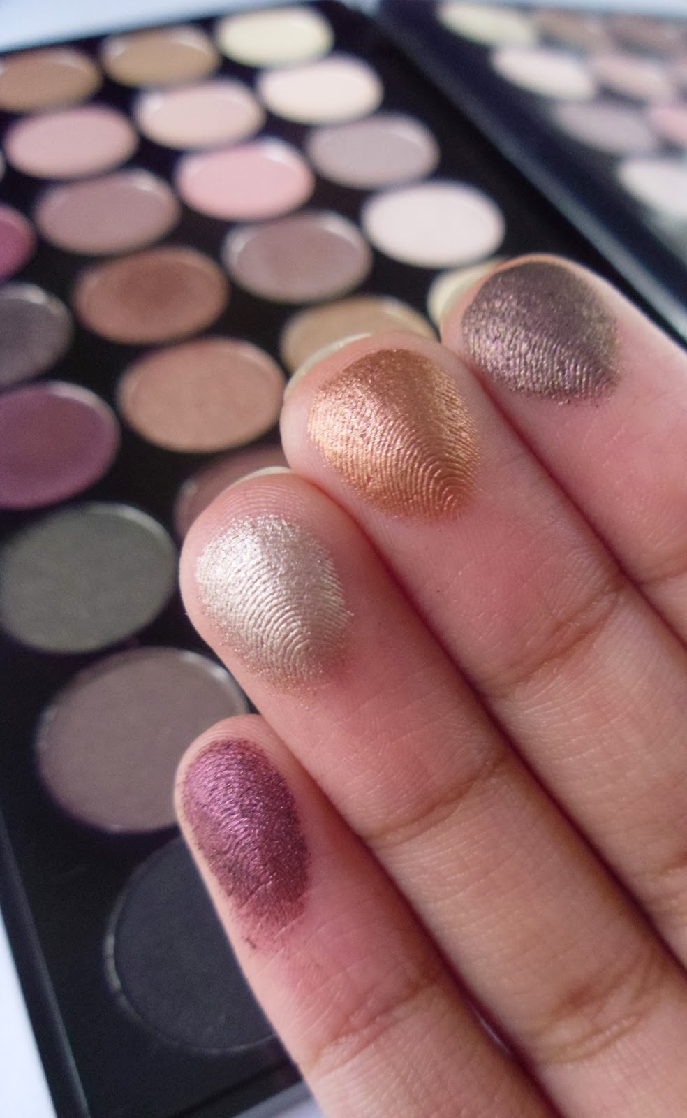 Makeup Revolution Flawless Palette swatches