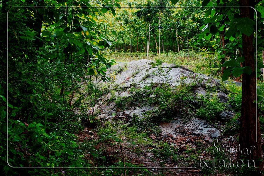 Legenda Watuprau (Batu Perahu) di Gunung Gajah, Bayat, Klaten  01+watuprau+bayat