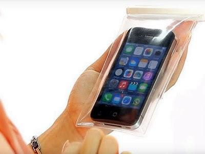 Bolsa Dart Bag protege smartphone a até 8 m de profundidade