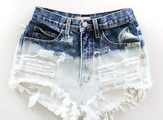 Shorts Customizados tingido e com tachinhas