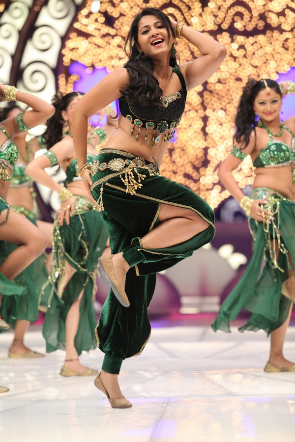 Anushka latest hot photos
