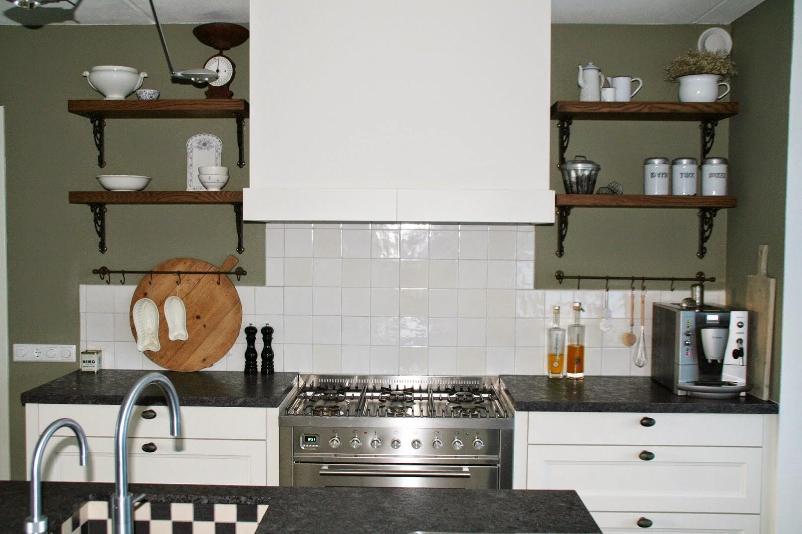 Eenvoudige Schouw Keuken : Glad afwerken badkamer schuurwerk schouw keuken werkspot