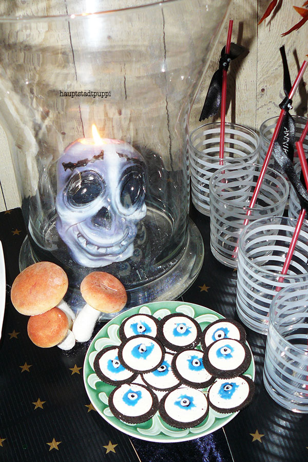 Oger Eyes Cookies and Skull Candles ... Halloween Party by Hauptstadtpuppi