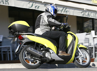 125cc scooter on the road