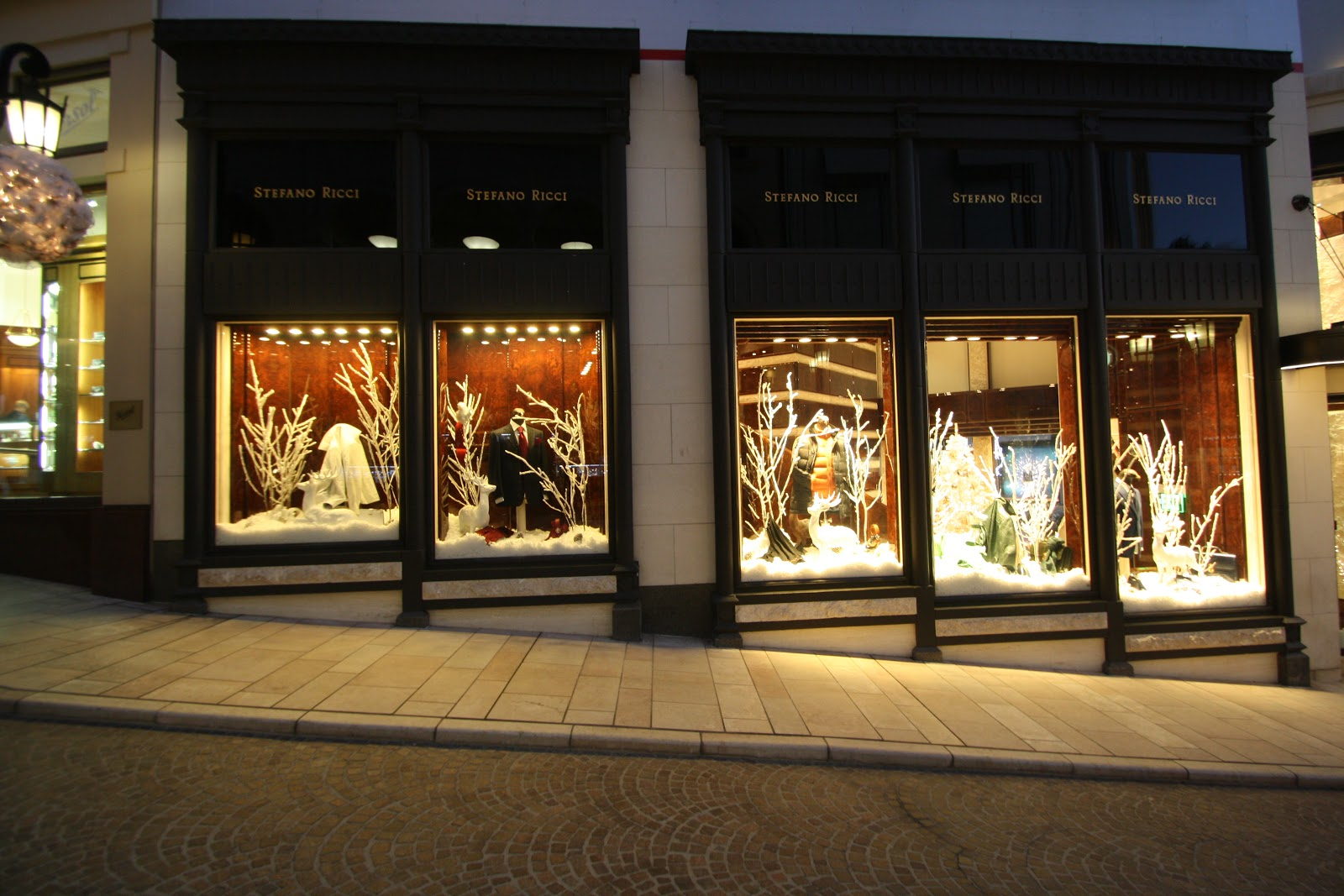 Working For The Man Holiday Window Displays