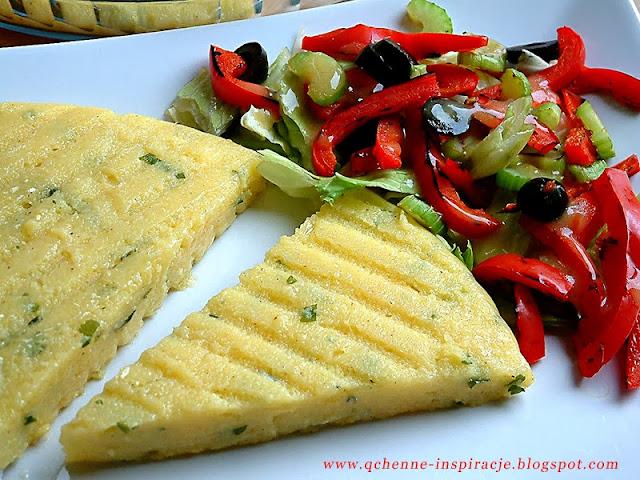 Włoska polenta z sałatką z grillowanych warzyw