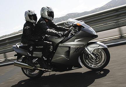 Gambar Sepeda Motor Honda CBR 1100xx Blackbird 10