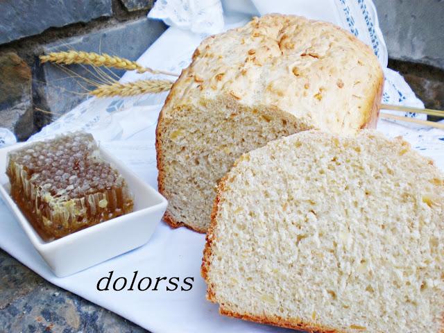 Pan con almendras y miel