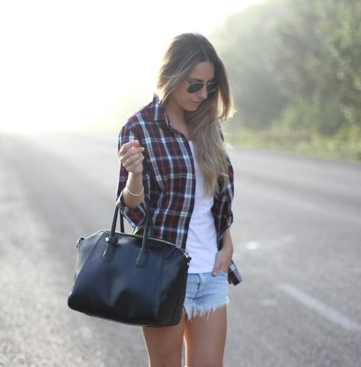 Plaid shirt fashion bloggeer